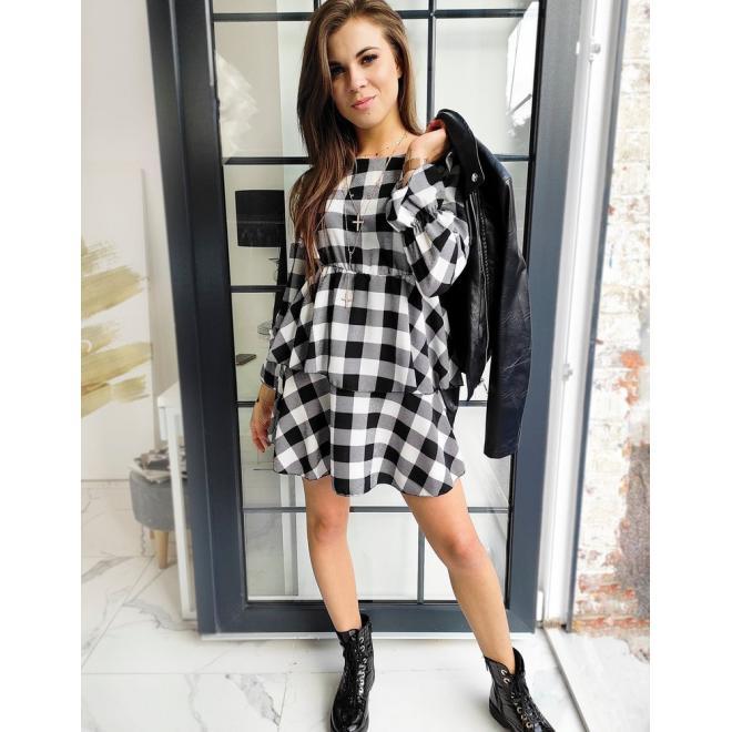 Dámske kockované šaty s volánmi v čierno-bielej farbe