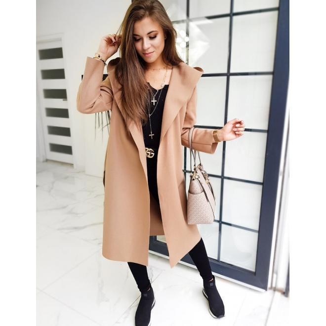 Jesenný dámsky kabát hnedej farby s opaskom