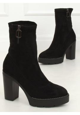 Semišové dámske čižmy čiernej farby na podpätku a platforme