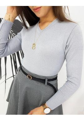 Dámsky klasický sveter s véčkovým výstrihom v svetlosivej farbe