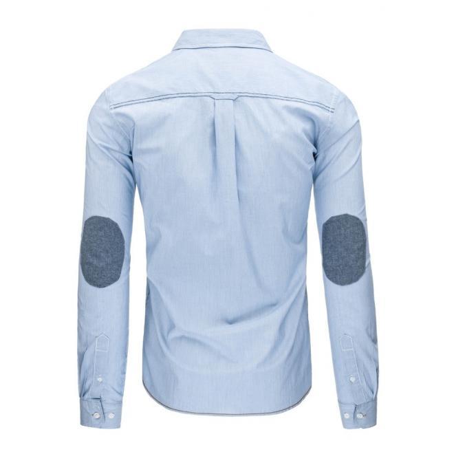 Pásikavá pánska košeľa v svetlomodrej farbe so záplatami