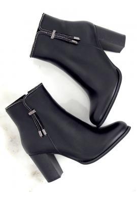 Dámske elegantné čižmy na stabilnom podpätku v čiernej farbe