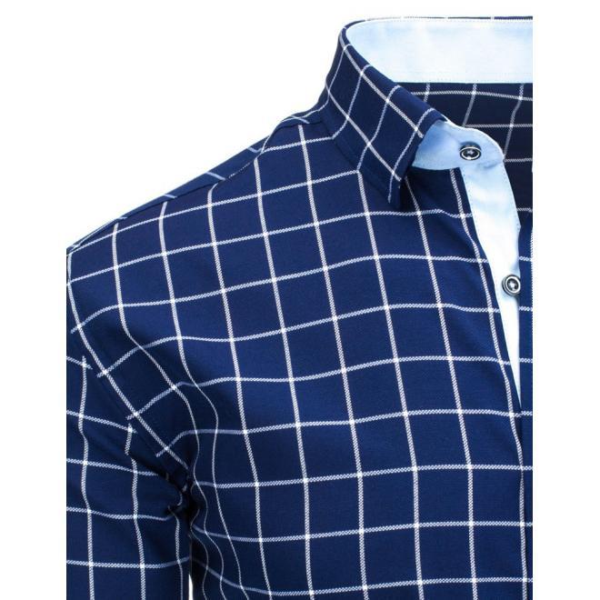 Košeľa tmavomodrej farby s kockovaným vzorom