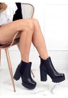 Členkové dámske čižmy čiernej farby na širokom podpätku