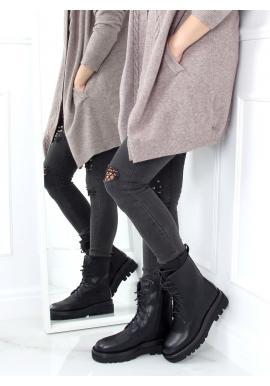Lícové dámske čižmy čiernej farby s vysokou podrážkou