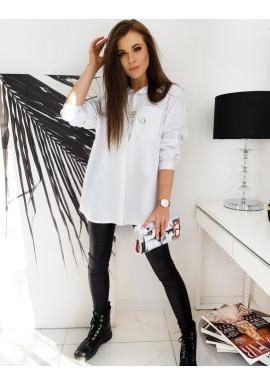 Dámska asymetrická košeľa s nápisom na vrecku v bielej farbe