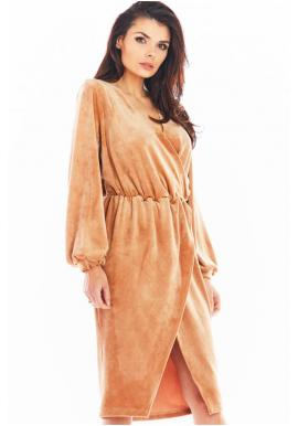 Béžové velúrové šaty s obálkovým výstrihom pre dámy