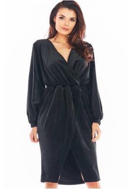 Dámske velúrové šaty s obálkovým výstrihom v čiernej farbe
