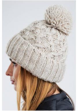 Teplá dámska čiapka béžovej farby na zimu