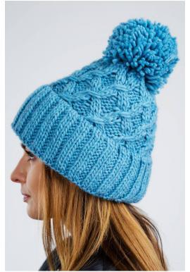Dámska teplá čiapka na zimu v modrej farbe