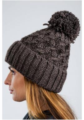 Dámska teplá čiapka na zimu v hnedej farbe