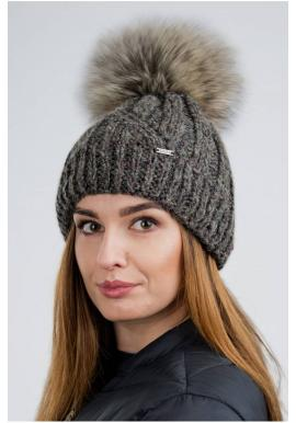 Vlnená dámska čiapka hnedej farby s pompónom