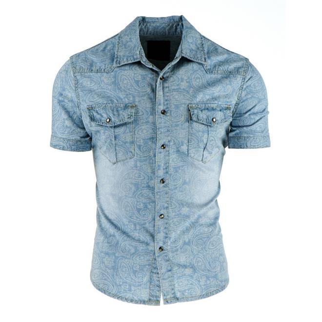 Štýlová džínová košeľa modrej farby so vzorom