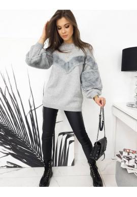 Oversize dámsky sveter svetlosivej farby s príjemnými vložkami