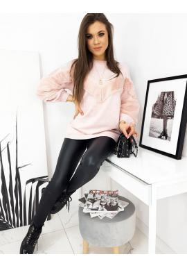 Dámsky oversize sveter s príjemnými vložkami v ružovej farbe