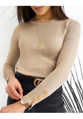 Priliehavý dámsky sveter béžovej farby s gombíkmi na rukávoch