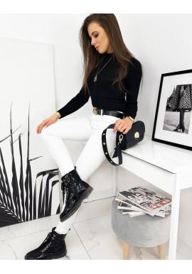 Dámsky rebrovaný sveter s polrolákom v čiernej farbe