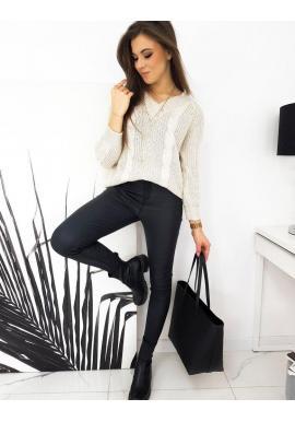 Voľný dámsky sveter béžovej farby s véčkovým výstrihom