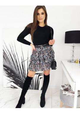Klasický dámsky sveter čiernej farby s okrúhlym výstrihom
