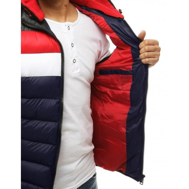 Prešívaná pánska vesta tmavomodrej farby s teplákovou kapucňou