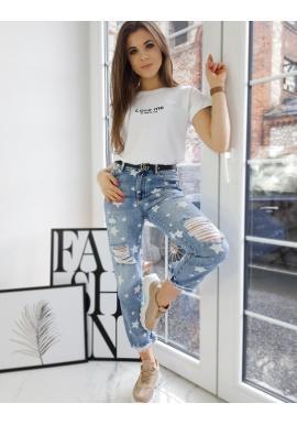 Dámske klasické tričko s malým nápisom v bielej farbe