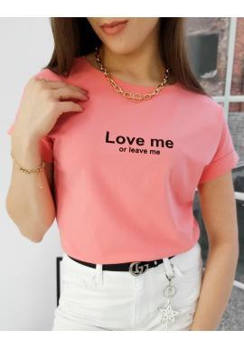 Klasické dámske tričko korálovej farby s malým nápisom
