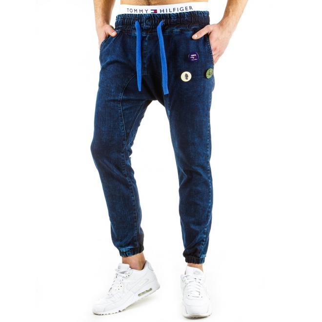 Modré športové nohavice s nižším sedom