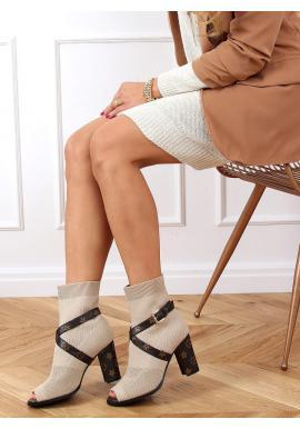 Štýlové dámske čižmy béžovej farby na stabilnom podpätku