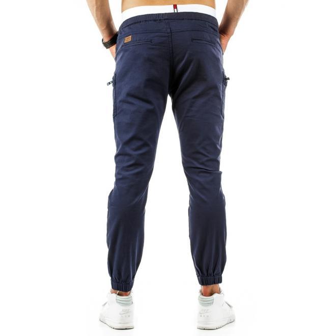 Pánske športové nohavice v tmavomodrej farbe