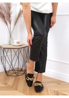 Dámske módne šľapky so zlatou retiazkou v čiernej farbe