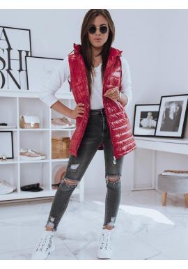 Dlhšia prešívaná vesta červenej farby s kapucňou