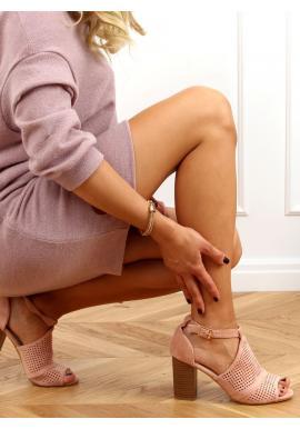 Dámske ažúrové sandále na stabilnom podpätku v ružovej farbe