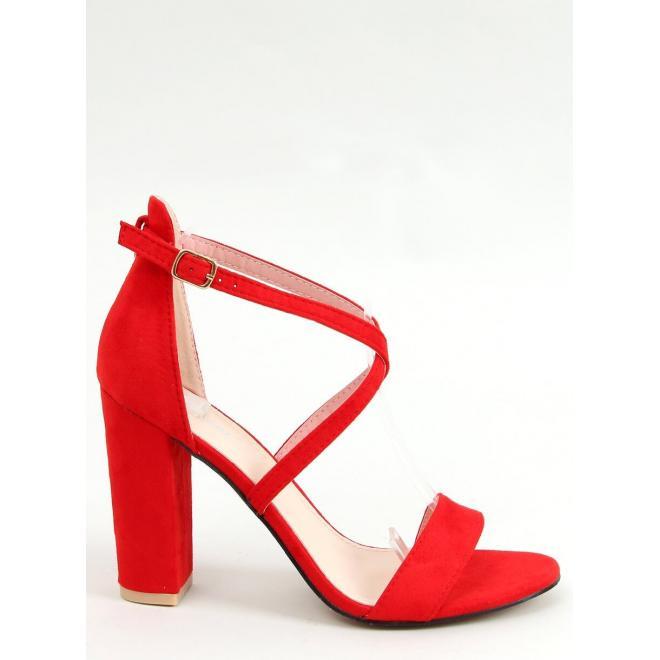 Dámske semišové sandále na stabilnom podpätku v červenej farbe