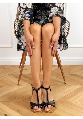 Klasické dámske sandále čiernej farby s plochým podpätkom