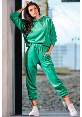 Módna dámska velúrová súprava v zelenej farbe