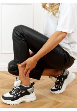 Dámske športové tenisky na klinovom podpätku v čiernej farbe