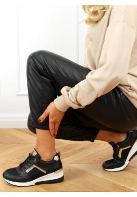 Športové dámske tenisky čiernej farby na klinovom podpätku
