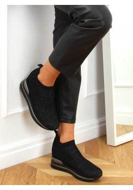 Dámske nazúvacie topánky na klinovom podpätku v čiernej farbe