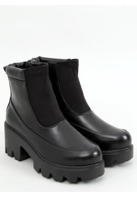 Nízke dámske čižmy čiernej farby s hrubou podrážkou