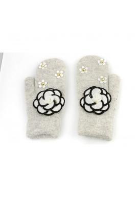 Zimné dámske rukavice sivej farby s kvetmi