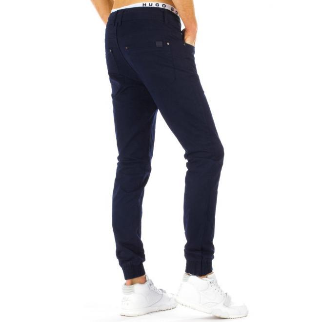 Klasické športové nohavice čiernej farby pre pánov