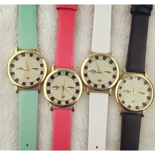 Čierne dámske hodinky s kamienkami