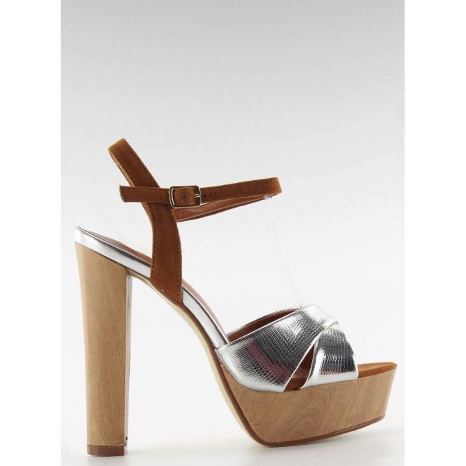 8ad9e445fd14 Strieborné sandále na širokom podpätku pre dámy - skvelamoda.sk