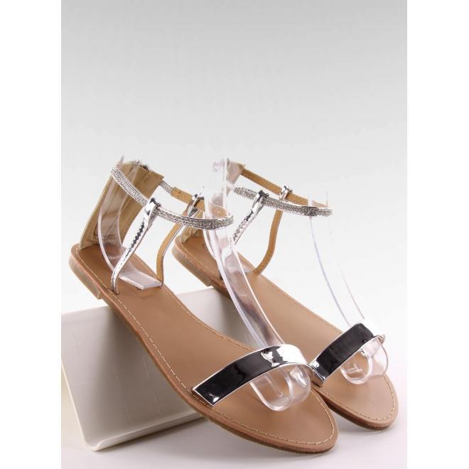 651558ae653a Elegantné dámske sandále striebornej farby s kamienkami. Strieborné sandále  na širokom podpätku pre dámy