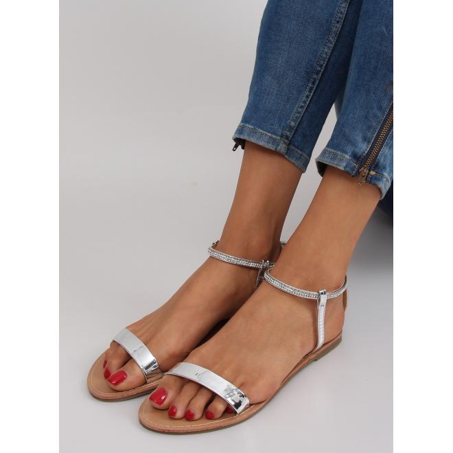 2806afbf6831 Elegantné dámske sandále striebornej farby s kamienkami - skvelamoda.sk